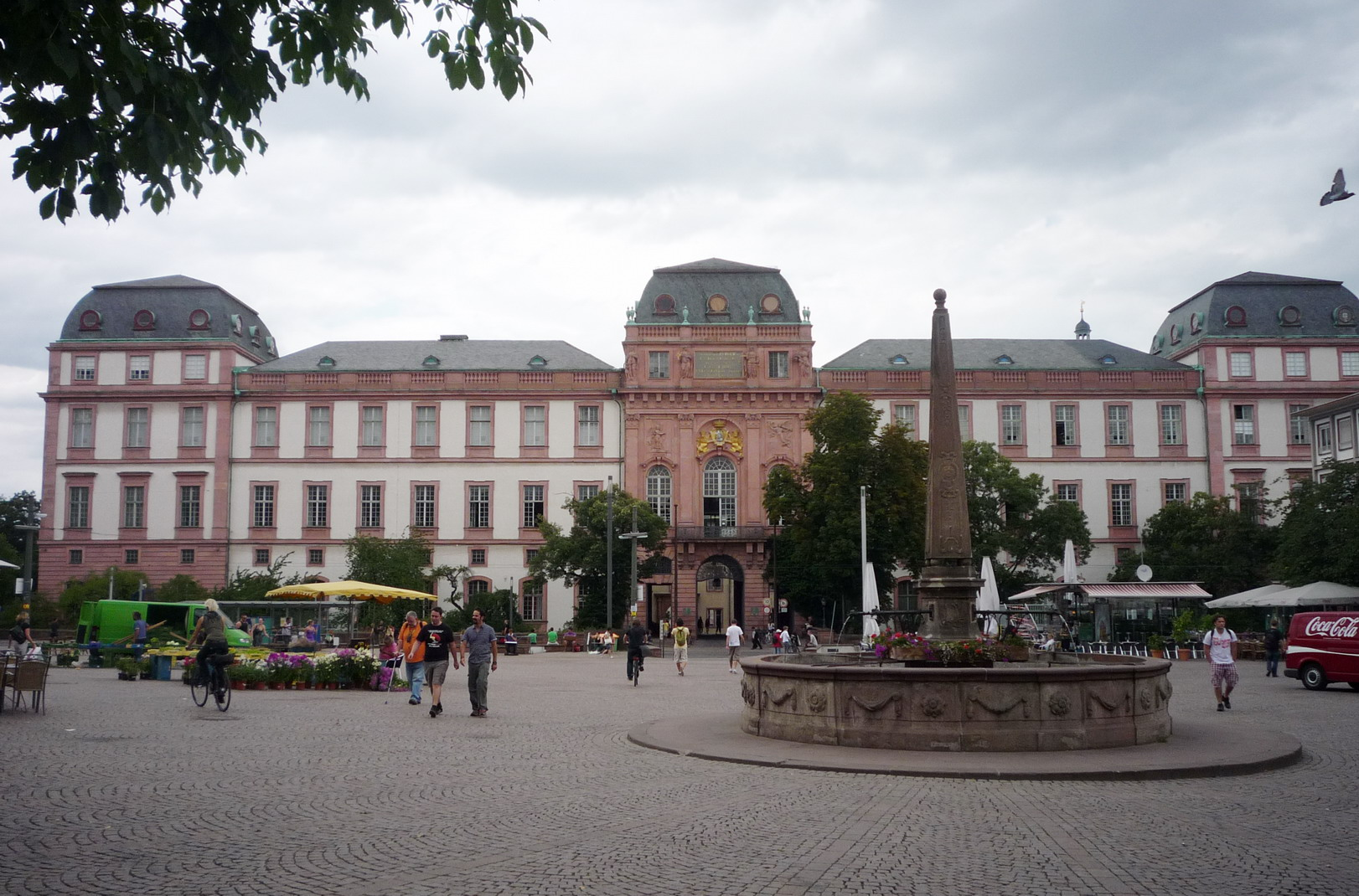 """Residenzschloss Darmstadt 539-Gdh"" by Pedelecs - http://www.wikivoyage-old.org/de/Bild:Residenzschloss_Darmstadt_539-Gdh.JPG. Licensed under CC BY-SA 3.0 via Wikimedia Commons - https://commons.wikimedia.org/wiki/File:Residenzschloss_Darmstadt_539-Gdh.JPG#/media/File:Residenzschloss_Darmstadt_539-Gdh.JPG"